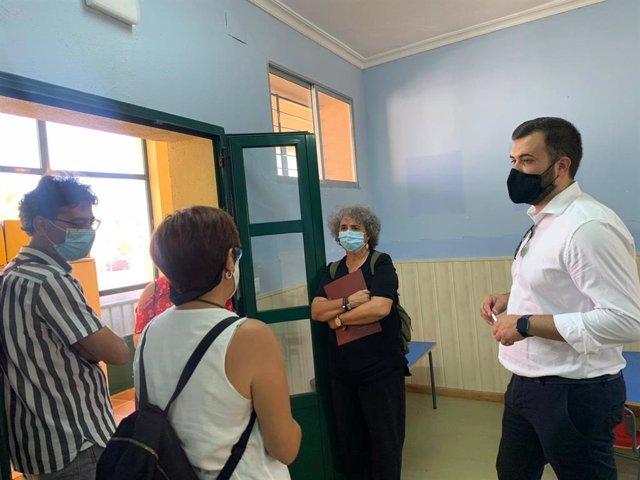 El alcalde visita la guardería de la Mejostilla que se utilizará como aula de infantil del colegio Castra Caecilia