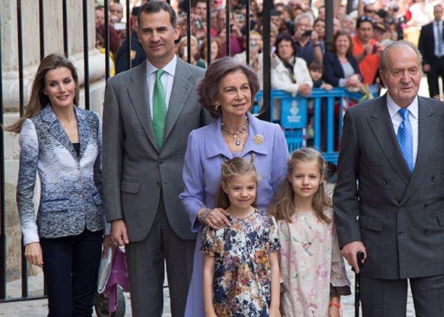 España.- Podemos dice que sólo los retrógrados defienden a la Monarquía y que la