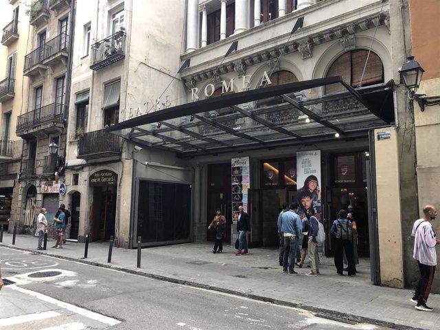 Fachada del Teatre Romea, gestionado por el Grup Focus, dónde este lunes ha presentado su nueva programación la productora