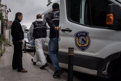 Europa.- Turquía intercepta a cerca de 200 migrantes y solicitantes de asilo en un barco turístico frente a sus costas