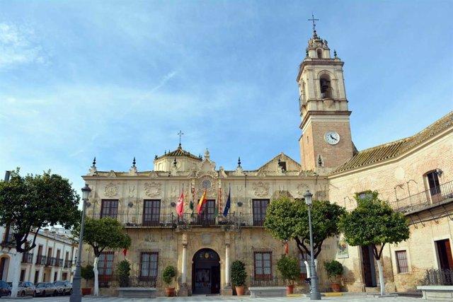 Ayuntamiento de Lora del Río (Sevilla) (Foto de archivo).