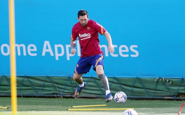 Fútbol.- Leo Messi vuelve a los entrenamientos del Barça