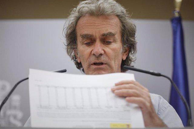 Como todos los jueves, el director del Centro de Coordinación de Alertas y Emergencias Sanitarias, Fernando Simón, informa en rueda de prensa de la evolución de la COVID-19 en la Sede del Ministerio de Sanidad, en Madrid (España)