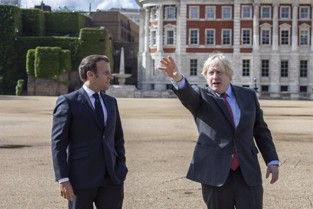 """R.Unido/Francia.- Johnson y Macron acuerdan """"intensificar"""" su cooperación contra"""