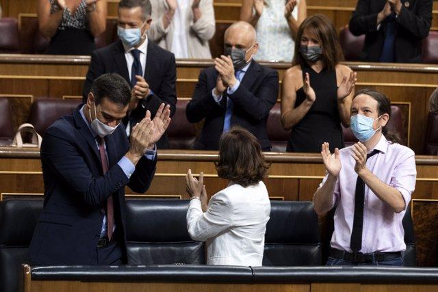 El presidente del Gobierno, Pedro Sánchez, es aplaudido por la bancada socialista a su llegada a una sesión plenaria en el Congreso, en Madrid (España), a 29 de julio de 2020.