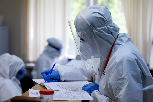 Trabajadores sanitarios en un hospital público de Moscú