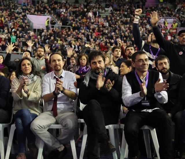Irene Montero, Pablo Iglesias, Rafa Mayoral, Juan Carlos Monedero y Juanma del Olmo en un acto de Podemos