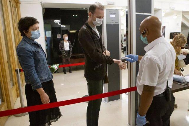 Coronavirus.- Rusia sigue creciendo por encima de los 5.000 casos diarios de cor