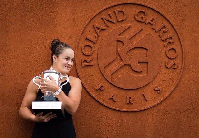 Tenis.- La australiana Ashleigh Barty no defenderá su título en Roland Garros