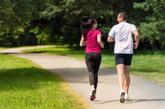 Experto recomienda mantener la actividad física propia del verano tras la vuelta