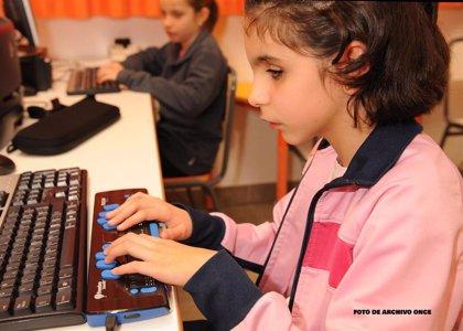 ONCE apoya la vuelta a las aulas de los 7.300 escolares con discapacidad visual