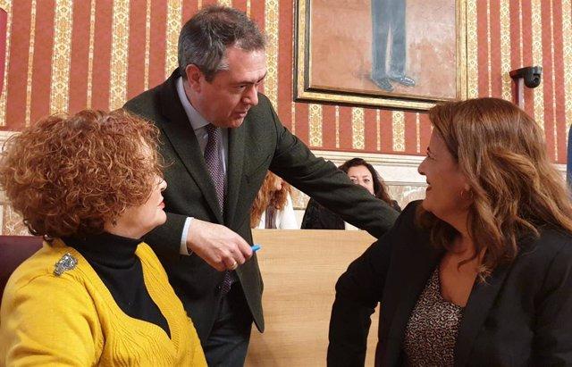 Juan Espadas, junto a Adela Castaño y Sonia Gaya