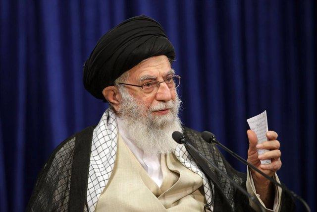 """Francia.- El líder supremo de Irán tacha de """"imperdonable"""" la portada de 'Charli"""