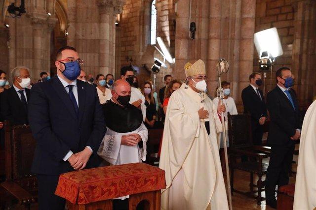 """El arzobispo destaca la """"sensatez"""" de Asturias frente a la pandemia como """"excepción"""" a una """"mala gestión"""""""