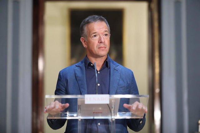 VÍDEO: Ander Gil (PSOE) quita importancia a choques en el Gobierno por Rey eméri
