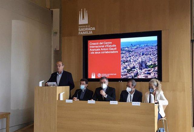 Presentación del Centro Internacional de Estudios Avanzados 'Antoni Gaudí i els seus col·laboradors', dirigido por la Dra. Rosa Ribas.