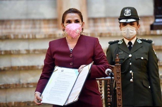 """Bolivia.- Áñez celebra la anulación de la candidatura de Morales """"con la ley en"""