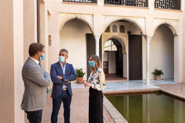 Antonio Granados, Manuel Olivares, y Rocío Díaz, en la Casa de Zafra