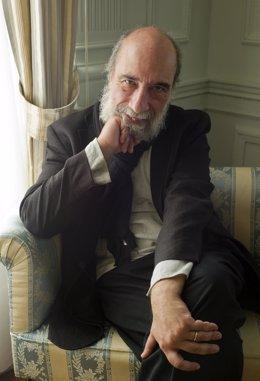 El poeta chileno Raúl Zurita, galardonado con el XXIX Premio Reina Sofía de Poes