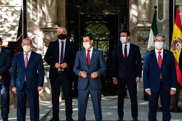 Reunión del presidente de la Junta de Andalucía, Juanma Moreno, con los presidentes de las diputaciones andaluzas.
