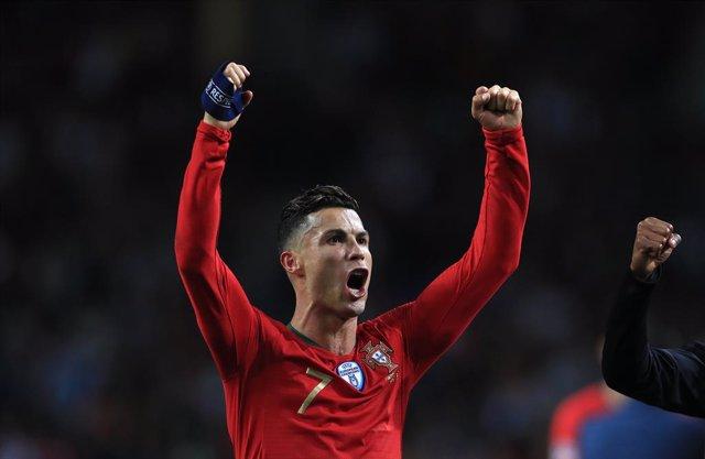 Fútbol/Liga Naciones.- (Crónica) Cristiano se convierte en histórico centenario