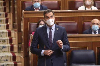 """Sánchez acusa al PP de incumplir la Constitución y Casado denuncia que busca su """"rendición incondicional"""""""