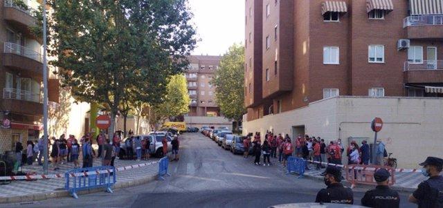 Decenas de manifestantes protestan en Cuenca antes del juicio contra encausados por el escrache en la boda de De Quinto