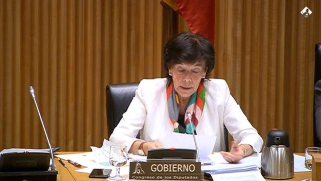 La ministra de Educación y FP, Isabel Celaá, en su comparecencia ante la Comisión de Educación y FP del Congreso