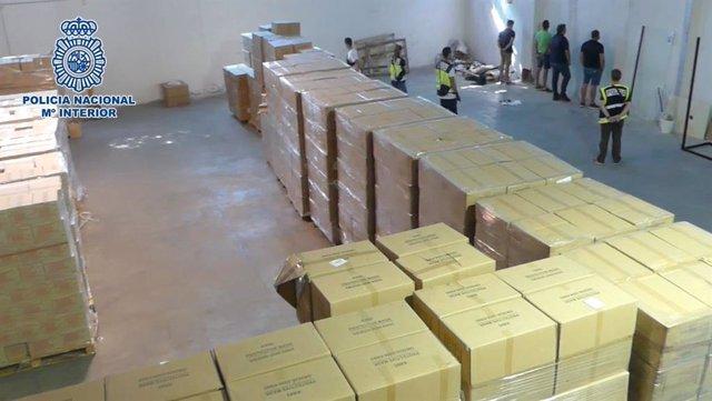 Cinco detenidos por robar en una nave de Leganés 40 palés con 900.000 mascarillas y 2,4 millones de pares de guantes