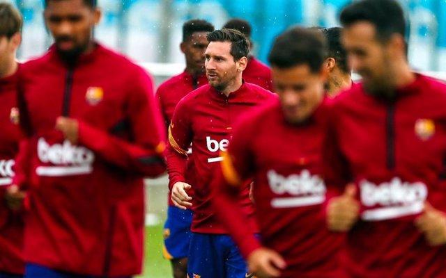 Fútbol.- Messi y Coutinho superan los test y entrenan con el grupo
