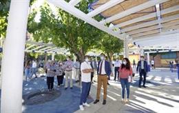 El alcalde de Murcia, José Ballesta, visita la pérgola renovada de la calle Río Mundo