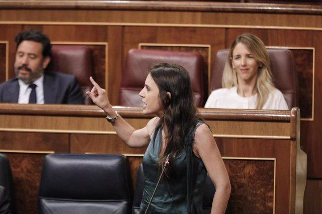 La ministra de Igualdad, Irene Montero, interviene durante la penúltima sesión plenaria en el Congreso de los Diputados antes del paréntesis estival, en Madrid (España), a 22 de julio de 2020. El pleno, aborda, entre otros temas, las medidas de emergencia