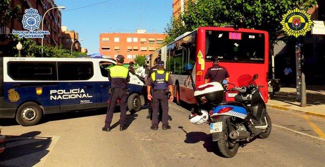 """Rdo: Nota De Prensa """"La Policía Nacional Y La Policía Local De Alicante Detiene A Una Persona Por Intentar Apuñalar Al Conductor De Un Autobús"""""""