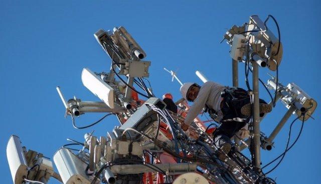 Economía/Empresas.- Ezentis renueva su contrato de mantenimiento de telecomunica