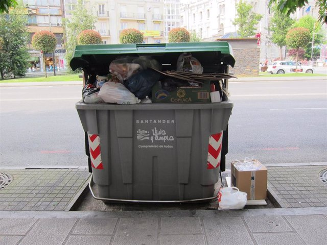 Contenedor de basura en Santander. Archivo