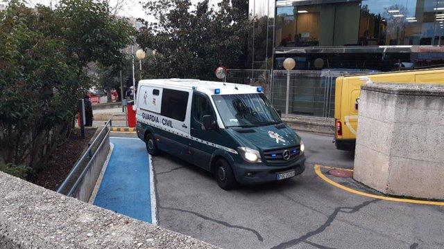 Un furgón de la Guardia Civil entra en la Audiencia de Madrid