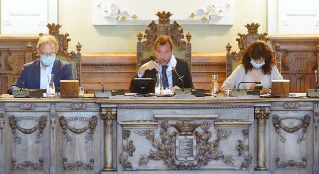 El alcalde de Valladolid preside el Pleno municipal del mes de septiembre.