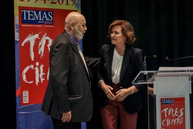 El presidente del CIS, José Félix Tezanos, con la vicepresidenta Carmen Calvo, ministra de Presidencia