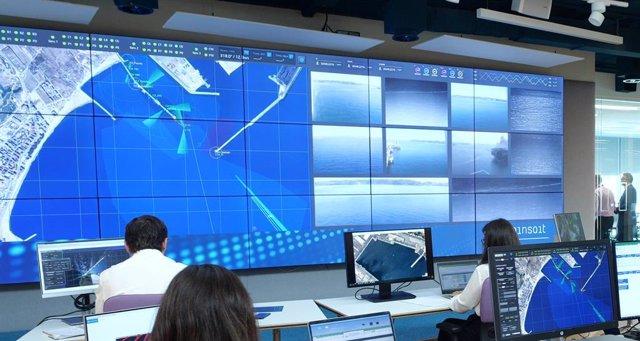 Sala de control portuario con tecnología de Minsait