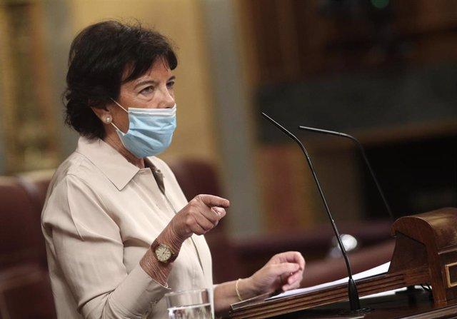 La ministra de Educación y FP, Isabel Celaá, interviene en la primera sesión de control al Gobierno en el Congreso, en Madrid (España)