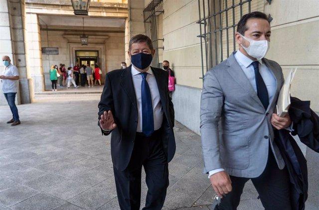 Francisco Guerrero (1i),  en la primera sesión de la vista oral del juicio por las ayudas concedidas a la empresa Aceitunas y Conservas (Acyco) con cargo a los ERE presuntamente irregulares. Sevilla a 9 de septiembre 2020