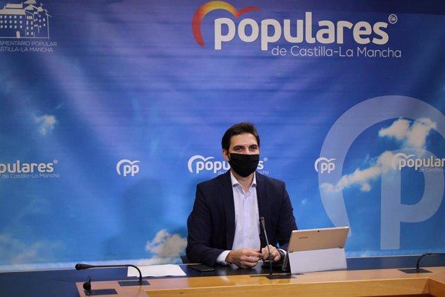 El vicesecreatrio de Comunicación del PP de C-LM, Santiago Serrano, en rueda de prensa
