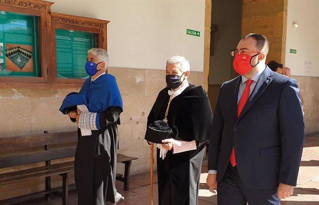 El rector de la Universidad de Oviedo, Santiago García Granda, y el presidente del Principado, Adrián Barbón, en el acto inaugural del curso 2020/2021