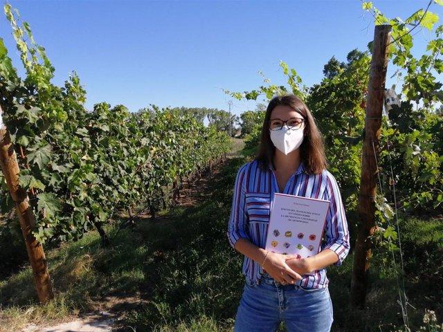 María Gloria Sáenz Romo, doctora por la Universidad de La Rioja y autora de la tesis 'Efecto del manejo del suelo en viñedo sobre la abundancia y diversidad de artrópodos'