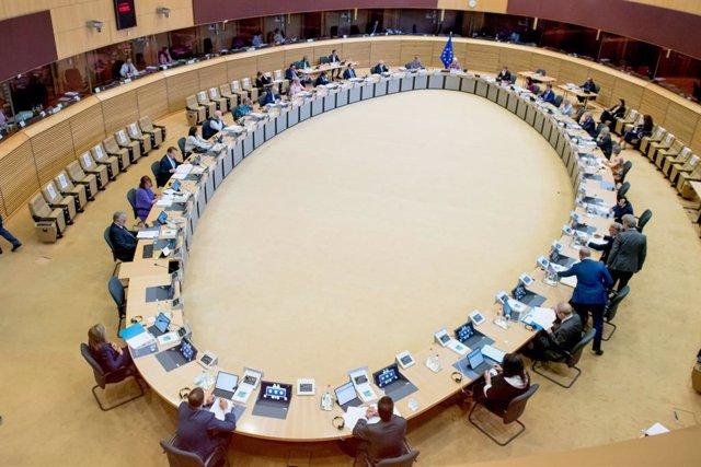UE.- El TUE ve discriminatorio limitar a inglés, francés y alemán las convocator