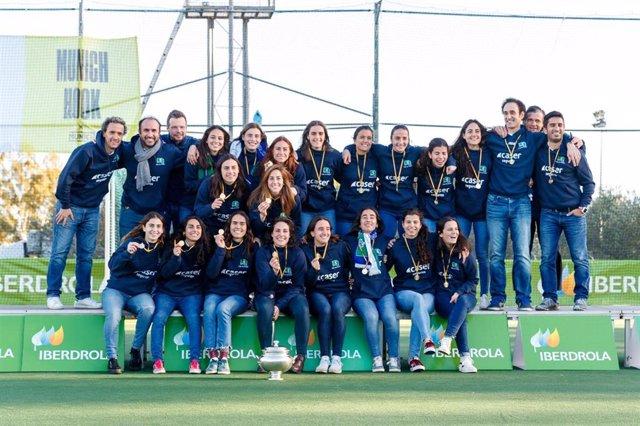 Las jugadooras del Club de Campo posan como campeonas de la Copa de la Reina