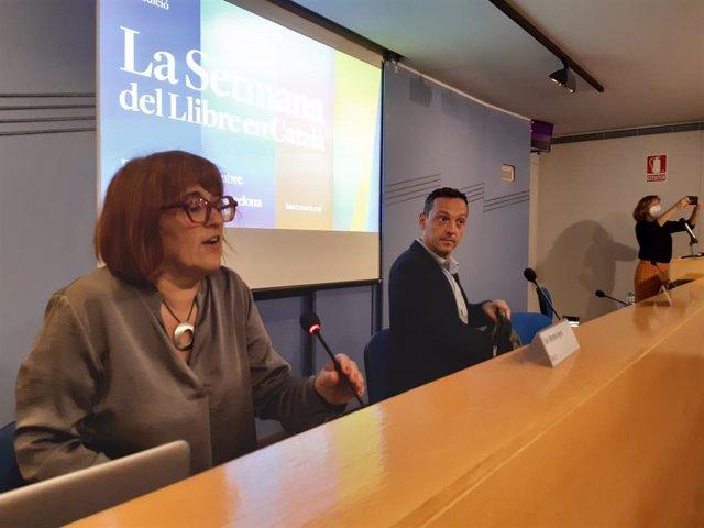 La presidenta d'Editors.cat, Montse Ayats, i el president de la Setmana del Llibre en Català, Joan Carles Girbés
