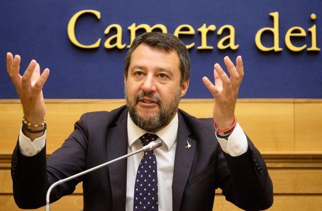 Italia.- Salvini, atacado por una mujer durante un acto de campaña