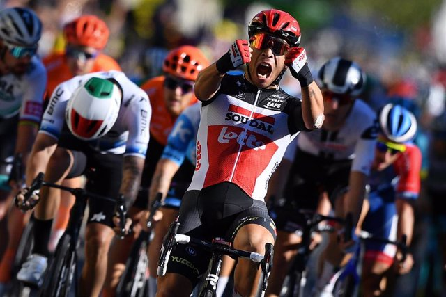 31 August 2020, France, Sisteron: Australian cyclist Caleb Ewan of team Lotto Soudal celebrates as he crosses the finish line to win the third stage of the 107th edition of the Tour de France cycling race, 198km from Nice to Sisteron.