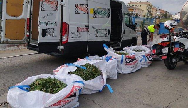 Dos detenidos por llevar 46,05kg de marihuana en una furgoneta en Figueres (Alt Empordà)
